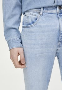 PULL&BEAR - Jeans Tapered Fit - light blue - 3