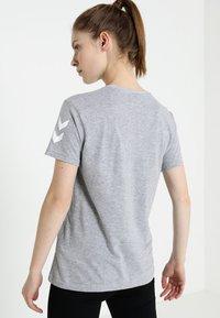 Hummel - GO WOMAN - T-shirts med print - grey melange - 2