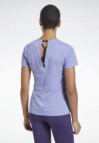 Reebok - ONE SERIES ACTIVCHILL - Print T-shirt - purple - 2