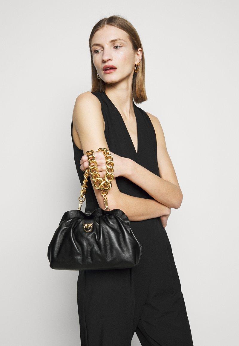 Pinko - MINI CHAIN FRAIMED CHAIN - Handbag - black