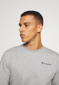 Champion - LEGACY CREWNECK - Sweatshirt - dark grey - 4