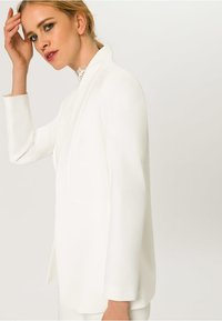 IVY & OAK - SHAWL COLLAR - Cappotto corto - white - 4