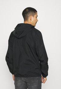 adidas Originals - ESSENTIAL ADICOLOR SLIM - Tunn jacka - black - 2