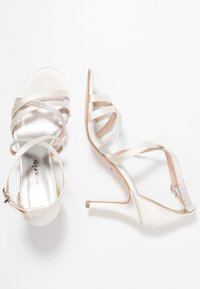 Tamaris - Korolliset sandaalit - ivory - 3