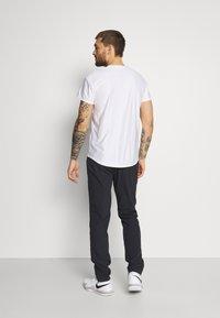 K-SWISS - HYPERCOURT TRACKSUIT PANT - Teplákové kalhoty - blue graphite - 2