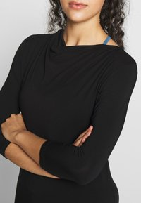 Curare Yogawear - WATERFALL 3/4 SLEEVES - Top s dlouhým rukávem - black - 4