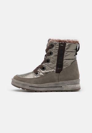Winter boots - mud