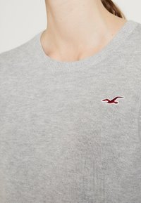 Hollister Co. - ICON CREW - Sweter - grey - 4