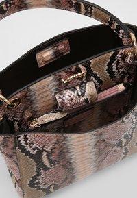 L.CREDI - Handbag - taupe - 3