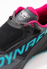 Dynafit - ULTRA 100 GTX - Zapatillas - black out/flamingo - 5