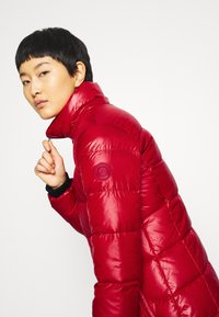 Calvin Klein - ESSENTIAL REAL COAT - Down coat - tango red - 8