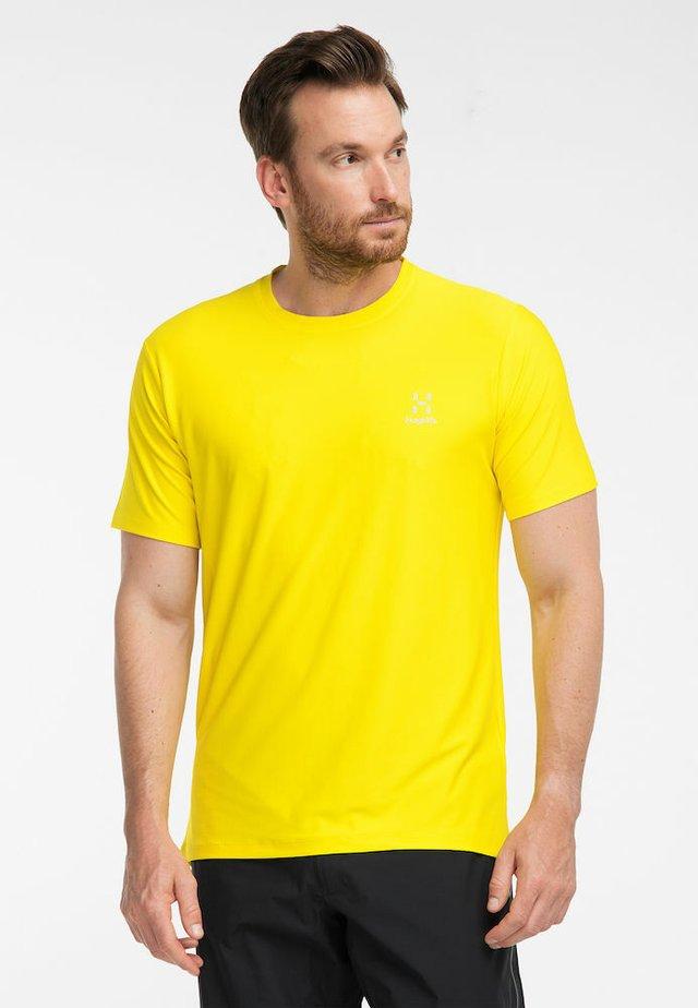 L.I.M TECH TEE - Print T-shirt - signal yellow