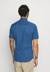 Only & Sons - ONSTROY LIFE CHAMBRAY STRETCH  - Overhemd - medium blue denim - 2