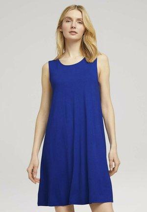 MIT RÜCKENDETAIL - Vestido informal - anemone blue