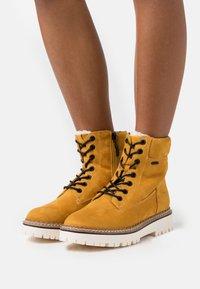 Esprit - SIENA TEX BOOTIE - Snørestøvletter - amber yellow - 0