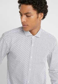 HUGO - ERRIKO EXTRA SLIM FIT - Camicia - white - 5