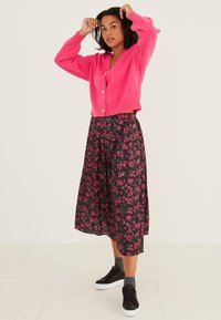 Oliver Bonas - DITSY FLORAL PRINT  - Pleated skirt - pink - 1