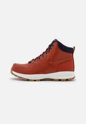 MANOA SE - Sneakers hoog - rugged orange/armory navy/summit white/light brown