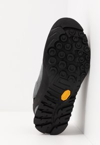 La Sportiva - BOULDER X WOMAN - Hiking shoes - carbon/beet - 4