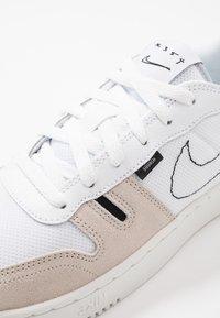 Nike Sportswear - SQUASH - Zapatillas - summit white/white/black/vast grey - 2