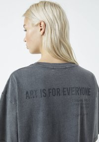 PULL&BEAR - Print T-shirt - dark grey - 5