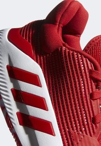adidas Performance - PRO BOUNCE 2019 LOW SHOES - Basketball shoes - red - 7