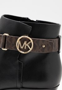 MICHAEL Michael Kors - HARLAND - Ankle boots - black/brown - 2