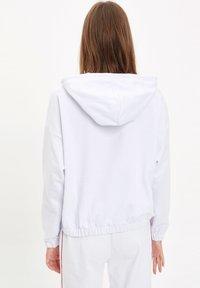 DeFacto Fit - Huppari - white - 2