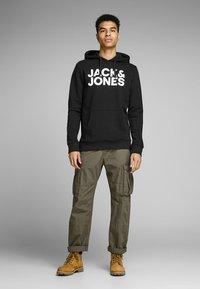 Jack & Jones - JJECORP LOGO HOOD - Hoodie - black - 1