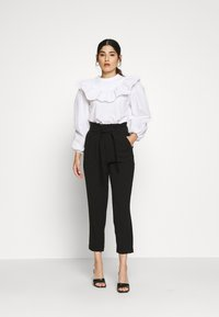 ONLY Petite - ONLSURI AINA PANTS - Kalhoty - black - 1