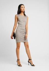 Vero Moda - VMLALI DRESS - Cocktailkleid/festliches Kleid - stone - 1