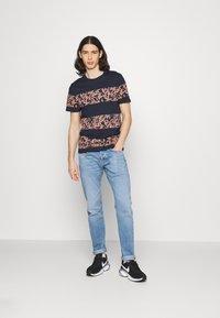 Jack & Jones - JORMONDAY - Print T-shirt - navy blazer - 1