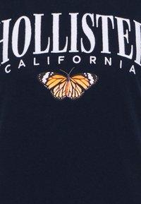 Hollister Co. - TECH CORE - Print T-shirt - navy blazer - 5