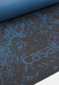 Casall - EXERCISE MAT CUSHION 5MM - Fitness/yoga - impulsive blue - 3