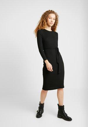 RIB BELTED MIDI - Pouzdrové šaty - black