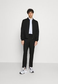 Isaac Dewhirst - LIGHTWEIGHT & DRAWCORD TROUSERS - Pantalon classique - black - 1