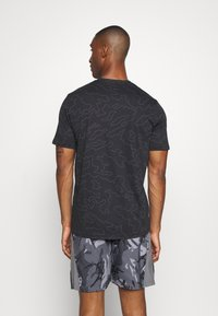 Under Armour - ALL OVER WORDMARK - T-shirts print - black/jet gray - 2