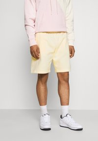 Nike Sportswear - CLUB - Shorts - coconut milk/coconut milk - 0