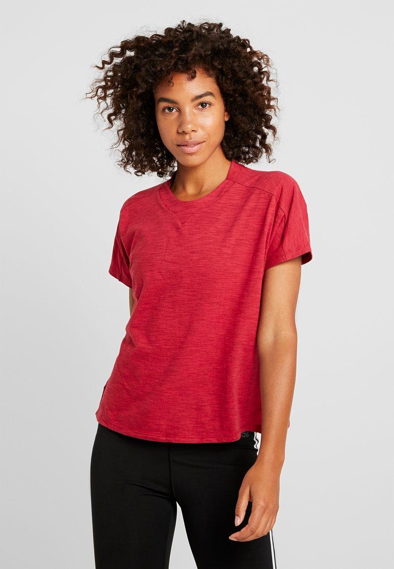 adidas Performance - ID WINN ATTEE - T-shirts med print - active maroon