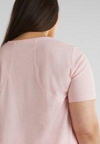 Esprit Sports - MIT STATEMENT-PRINT - Basic T-shirt - light pink - 5