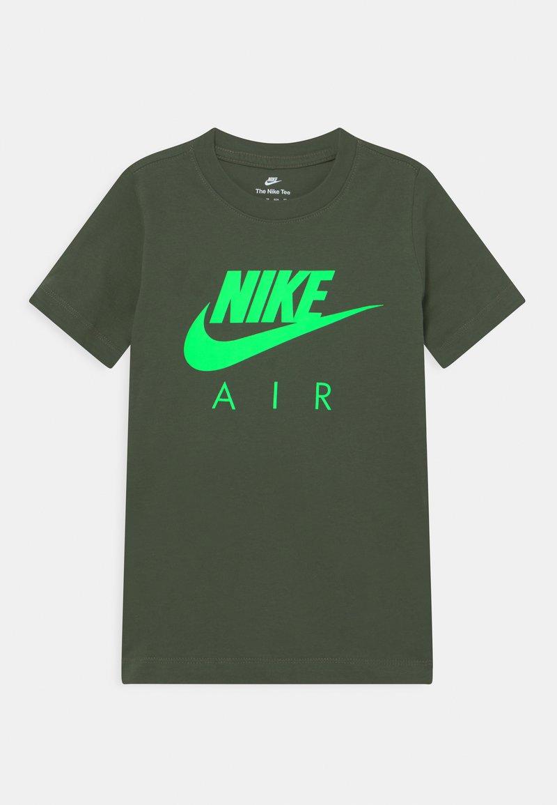 Nike Sportswear - AIR TEE - Print T-shirt - carbon green