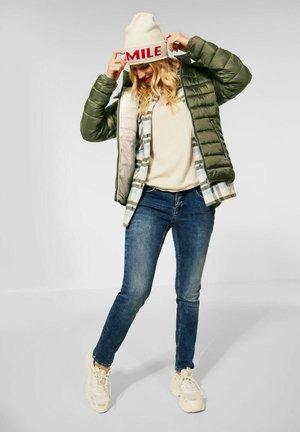MIT KAPUZE - Winter jacket - grün