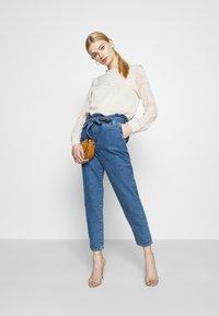 ONLY - ONLJANPAPERBAG BELT - Jeans slim fit - dark blue denim - 1