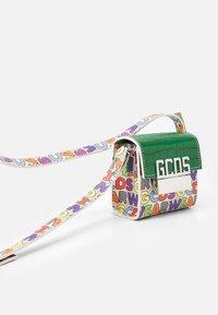 GCDS - CUBE BAG UNISEX - Sac bandoulière - multicolor - 5