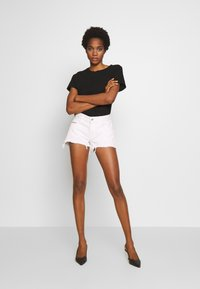 Diesel - RIFTY - Shorts di jeans - white - 1