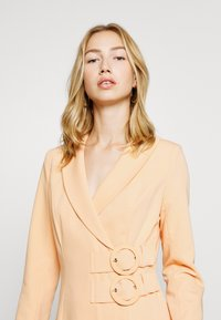 4th & Reckless - JESSIE DRESS - Cappotto corto - orange - 3