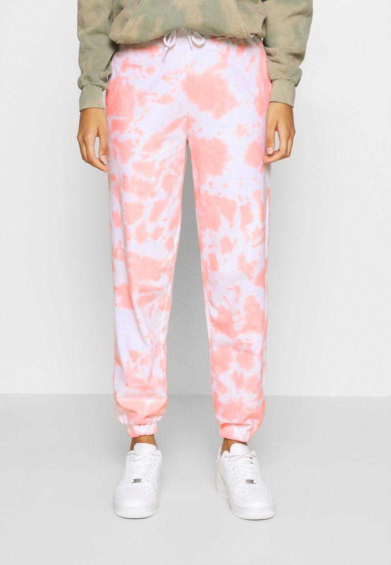 New Look - TIE DYE JOGGERS - Joggebukse - mid pink