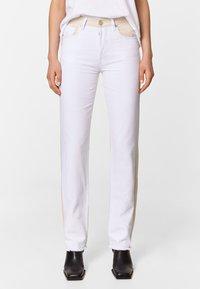 Bimba Y Lola - TWO-TONE - Jeans Straight Leg - white - 0