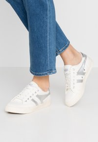 Gola - TENNIS MARK COX - Sneakersy niskie - off white/silver - 0