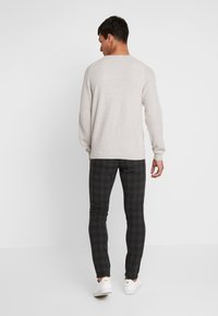 Jack & Jones PREMIUM - JJIMARCO JJCONNOR CHECK - Chino - dark grey - 2
